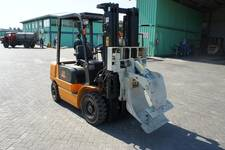 Forklift JJCC 2.5 ton with various handling accessories